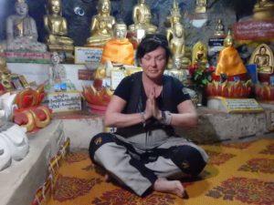 myanmar-buddah-cave